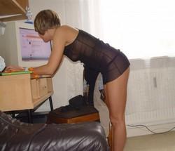 Leggy babe posing naked, hairy pussy