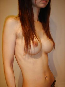 Cute asian girl homebody posing nude..