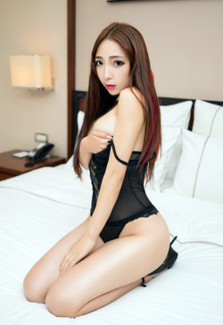 Asian girl porn posing in high heels